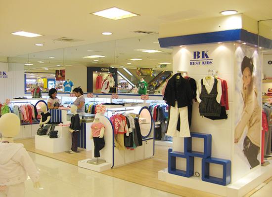 现代童装展示柜