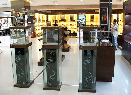 南京无锡苏州红酒烟酒展柜展示柜